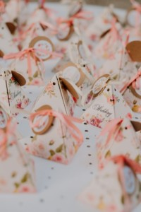 Cadeaux-invités-rose-dragées-mariage-dans-le-sud