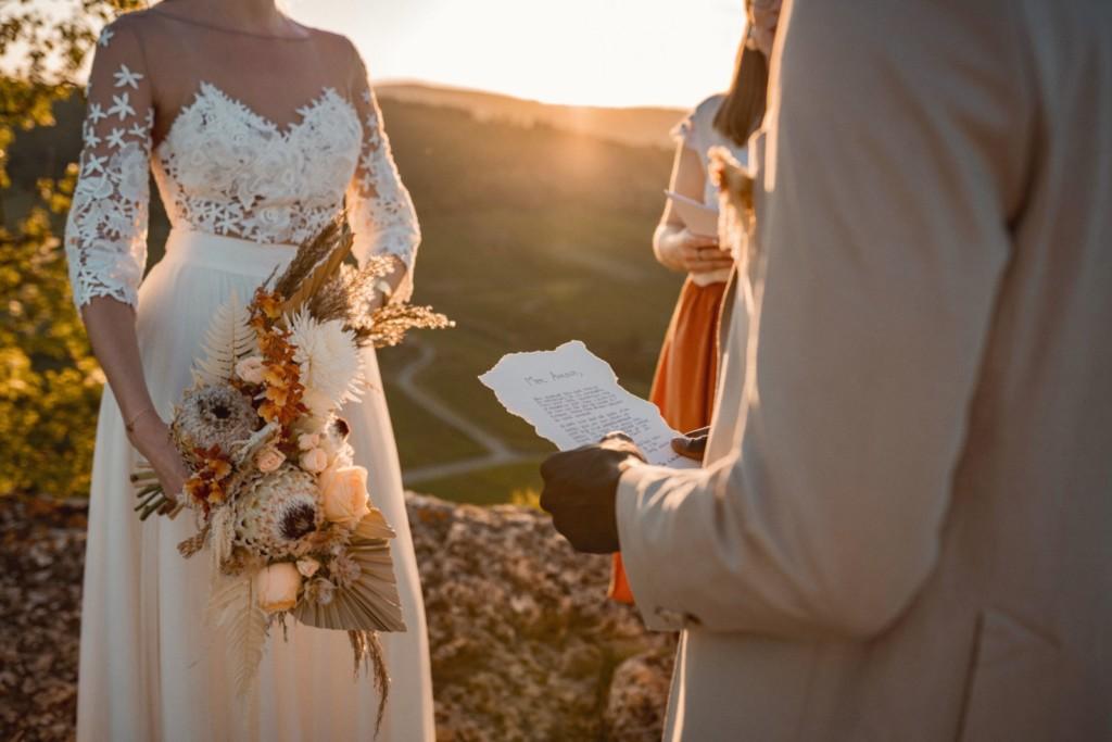 cérémonie laïque pendant un elopement voeux