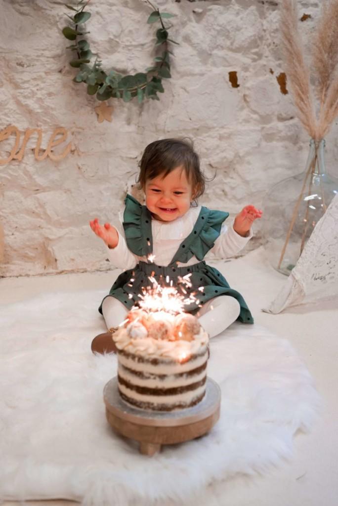 anniversaire-bébé-fille-un-an-gâteau