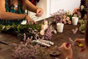 Atelier floral au cours d'un EVJF