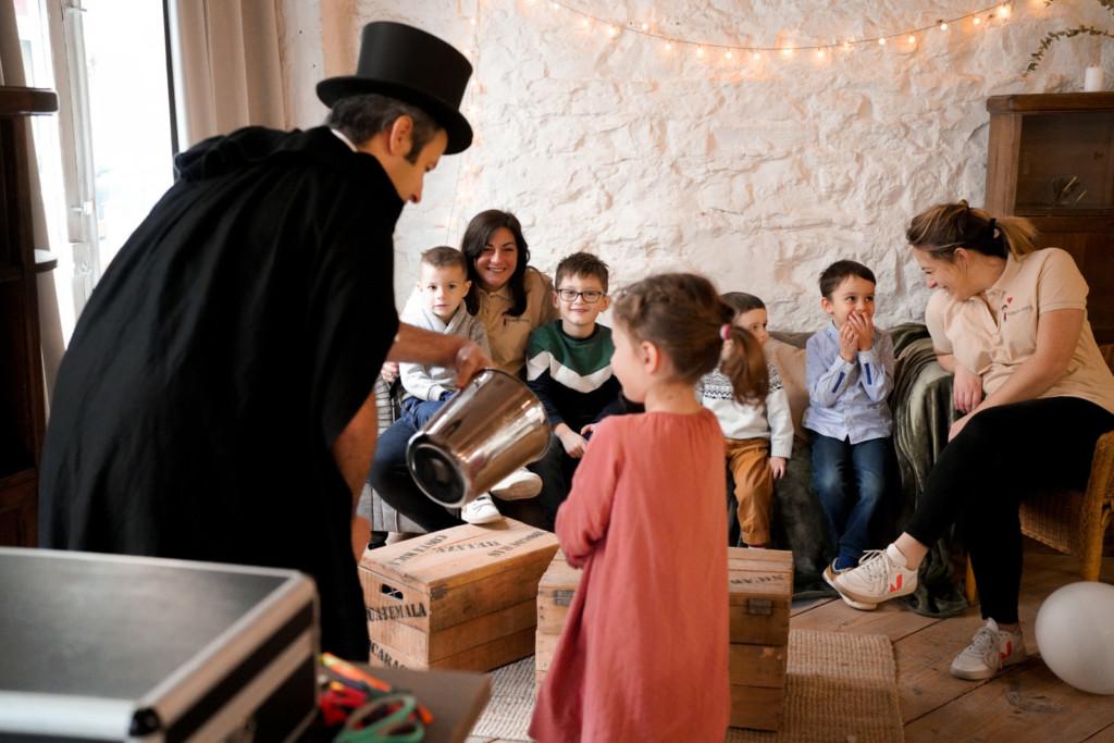 Tour-de-magie-anniversaire-enfants