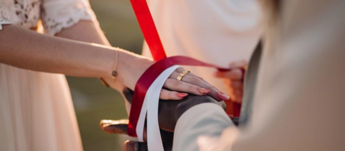 rituel-des-rubans-pendant-elopement