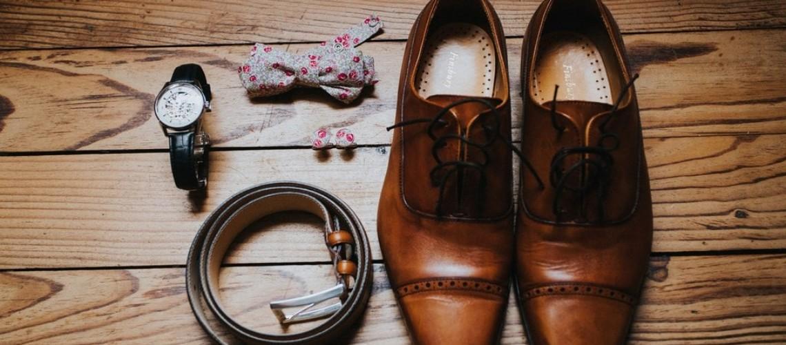 Accessoire du marié chaussures noeud papillon - crédit photo Caroline Happy Pics